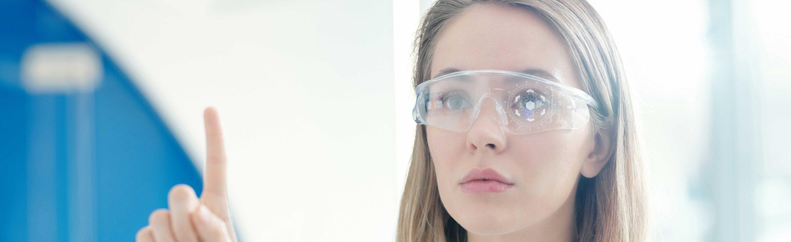 girl-using-smart-glasses